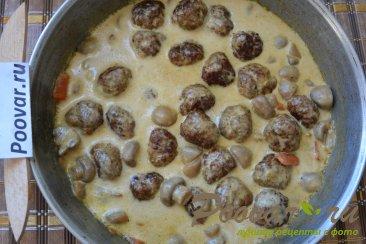 Фрикадельки с грибами в сливочном соусе Шаг 12 (картинка)