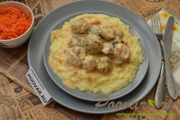 Фрикадельки с грибами в сливочном соусе Шаг 16 (картинка)