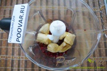 Молочный смузи с брусникой и бананом Шаг 2 (картинка)