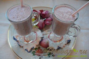 Молочный смузи с брусникой и бананом Шаг 6 (картинка)