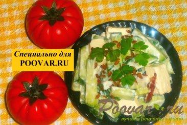 Салат из огурцов с колбасой и сыром Изображение