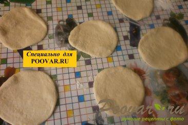 Жареные пирожки с луком и вялеными помидорами Шаг 14 (картинка)