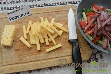 Овощной салат с сыром и колбасой Шаг 6 (картинка)