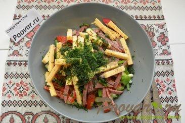 Овощной салат с сыром и колбасой Шаг 7 (картинка)