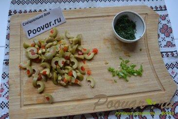 Салат из свеклы с сельдью и оливками Шаг 3 (картинка)