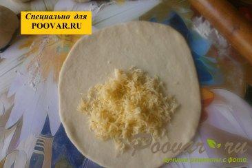 Чебуреки из дрожжевого теста с грибами и сыром Шаг 13 (картинка)