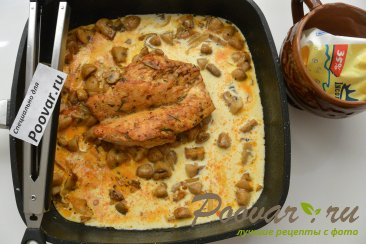 Куриная грудка с грибами в сливочном соусе Шаг 10 (картинка)