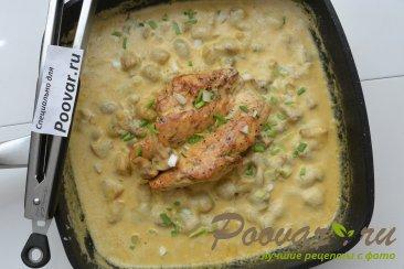 Куриная грудка с грибами в сливочном соусе Шаг 12 (картинка)