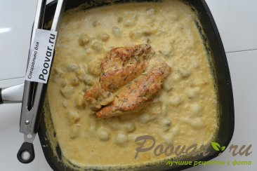 Куриная грудка с грибами в сливочном соусе Шаг 11 (картинка)