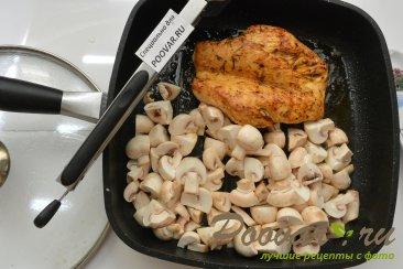 Куриная грудка с грибами в сливочном соусе Шаг 7 (картинка)