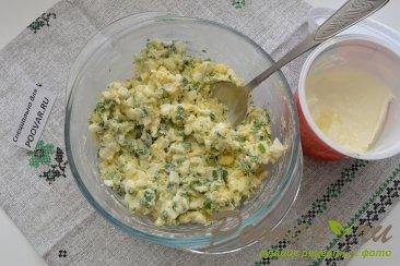 Пирожки из слоёного теста с  зелёным луком и яйцом Шаг 5 (картинка)