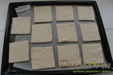 Пирожки из слоёного теста с  зелёным луком и яйцом Шаг 6 (картинка)