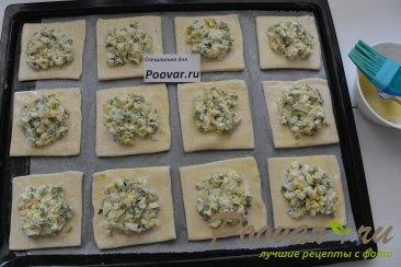 Пирожки из слоёного теста с  зелёным луком и яйцом Шаг 8 (картинка)