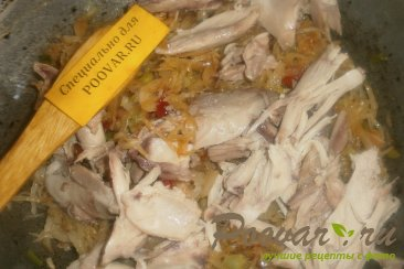 Капуста тушёная с курицей и вялеными помидорами Шаг 8 (картинка)
