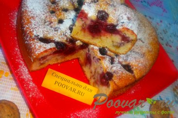 Пирог с вишней и цукатами на кефире Изображение