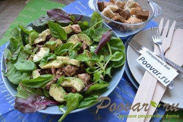 Салат из киноа, авокадо и тунца Изображение