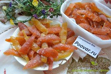 Цукаты из грейпфрутовых, апельсиновых и лимонной корки Изображение