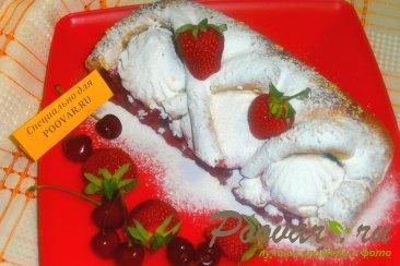 Пирог из дрожжевого теста с ягодами и зефиром Изображение