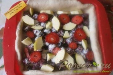 Пирог из дрожжевого теста с ягодами и зефиром Шаг 9 (картинка)