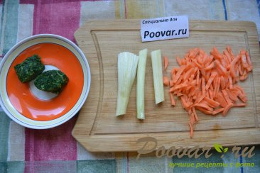 Куриный суп с макаронами и шпинатом Шаг 2 (картинка)