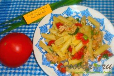 Макароны с луком и вялеными помидорами Изображение