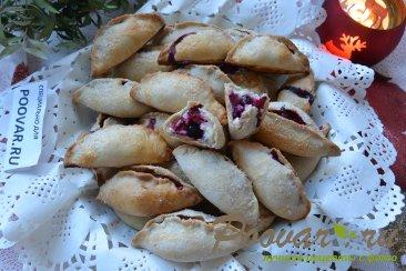 Пирожки с творогом и ягодами Изображение
