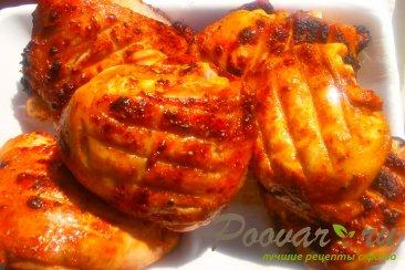 Бёдра куриные с орегано в томате на решётке Изображение