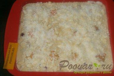 Пирог с ягодами и абрикосами с посыпкой Шаг 10 (картинка)
