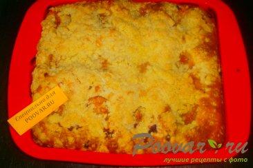 Пирог с ягодами и абрикосами с посыпкой Шаг 11 (картинка)