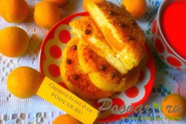 Сырники творожные с абрикосами Изображение