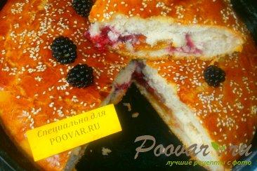 Пирог с ежевикой из дрожжевого теста Изображение