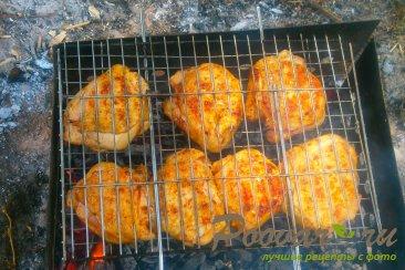 Куриные бёдра с томатным соусом на решётке-гриль Шаг 8 (картинка)