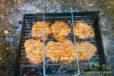 Куриные бёдра с томатным соусом на решётке-гриль Шаг 7 (картинка)