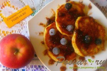 Оладьи с яблоками и финиками Изображение