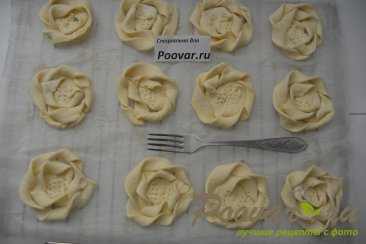 Печенье из слоёного теста с творогом и ягодами Шаг 7 (картинка)
