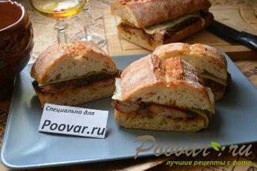 Сэндвич со свиными рёбрами и карамелизованным луком Изображение