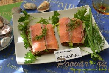 Бутерброды с авокадо и красной рыбой Изображение