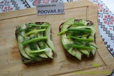 Бутерброды с авокадо и красной рыбой Шаг 6 (картинка)