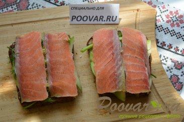 Бутерброды с авокадо и красной рыбой Шаг 8 (картинка)