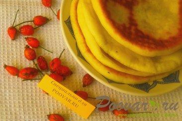 Лепёшки из дрожжевого теста с брынзой и укропом Изображение