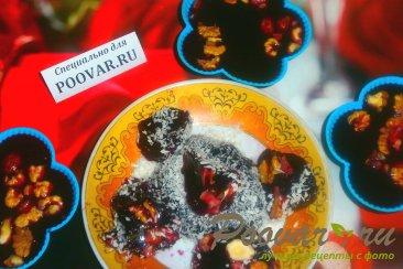 Виноградное желе с орехами Изображение