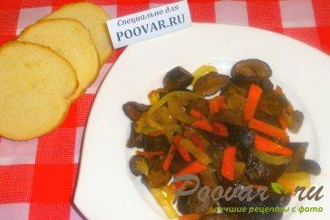 Жареные польские грибы с луком и морковью Изображение