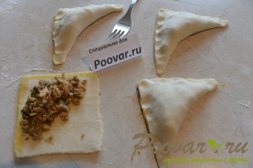 Пирожки с мясом и грибами из слоёного теста Шаг 10 (картинка)
