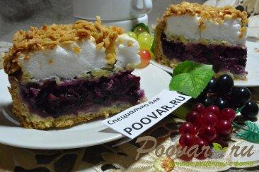 Песочный торт с ягодами и безе Изображение