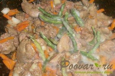 Куриная печень с сердечками и овощами на сковороде Шаг 10 (картинка)
