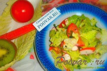 Фруктово овощной салат с крабовыми палочками Изображение