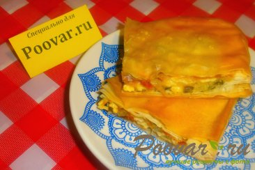 Пирог из теста фило с сыром и помидорами Изображение