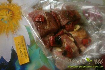 Свиная грудинка с чесноком и помидорами в духовке Шаг 8 (картинка)