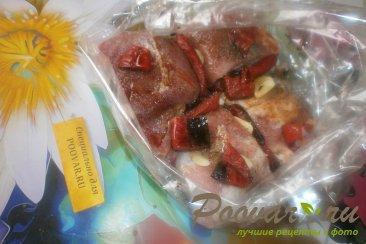 Свиная грудинка с чесноком и помидорами в духовке Шаг 7 (картинка)