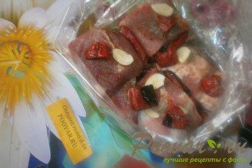 Свиная грудинка с чесноком и помидорами в духовке Шаг 6 (картинка)